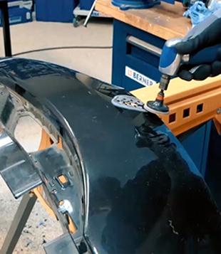 Réparation d'un pare-choc en plastique.