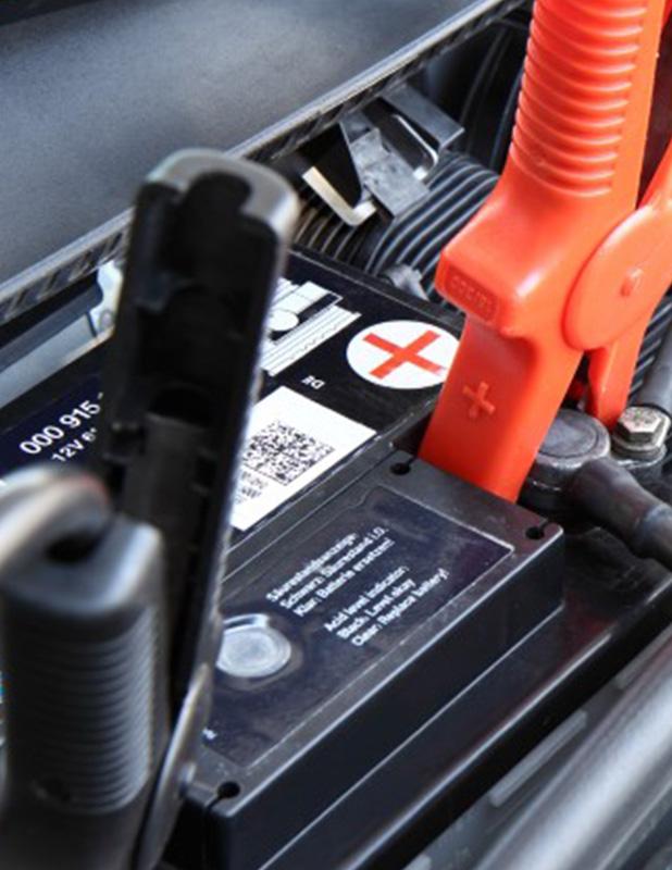 Power für Autobatterien mit Lade- und Servicegeräten